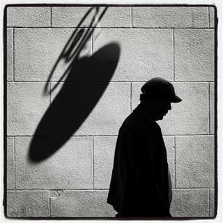La sombra de la gorra