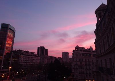 Atardeceres púrpura de cigarrillos y rodajes, Plaça Francesc Macia